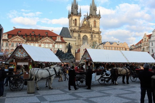 Horse-drawn carriages for tourists? Czech...
