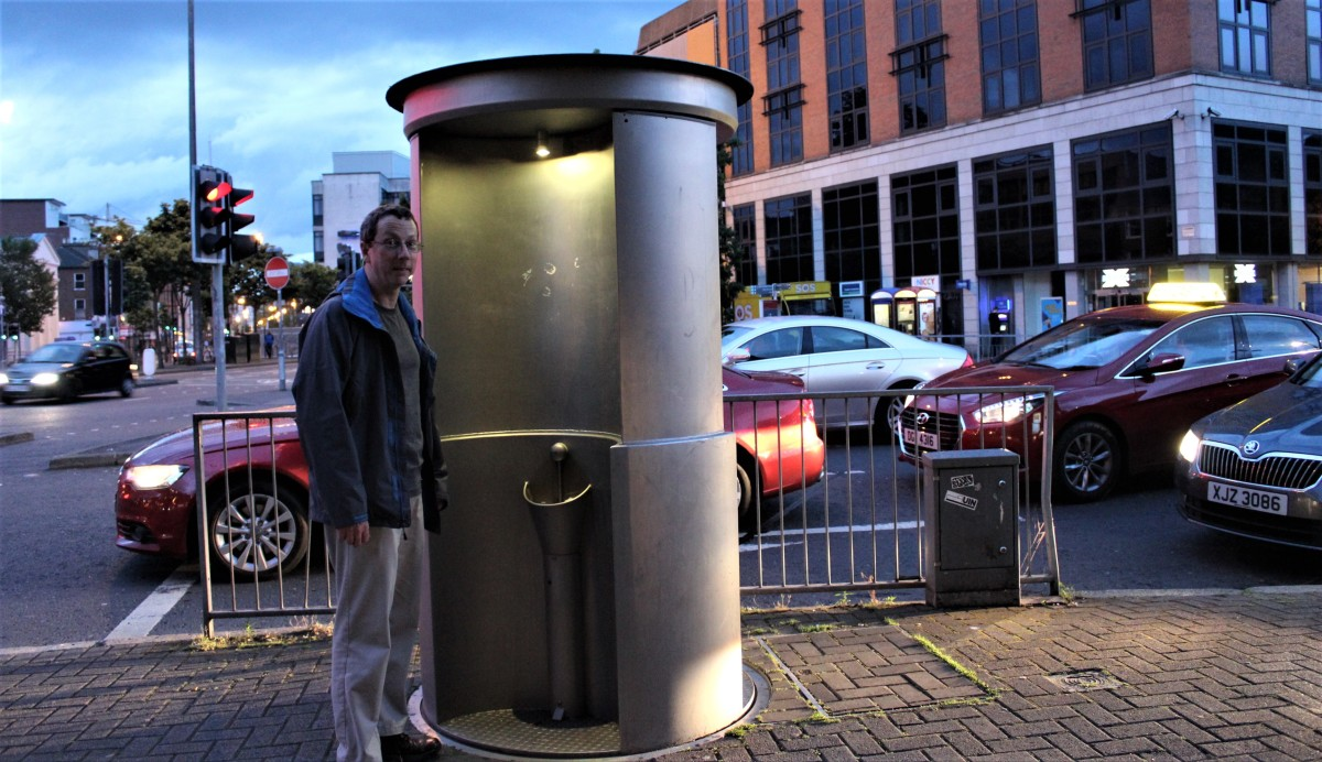 Pop-Up Pissoir Tames Wild Peeing