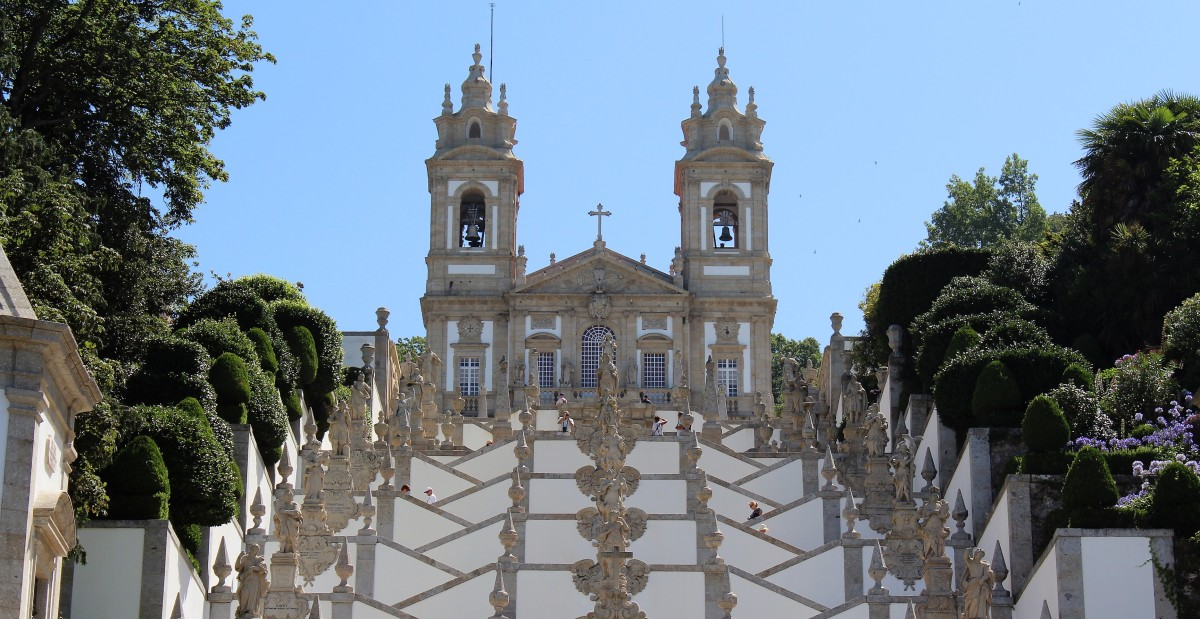 Cathedrals to God, Football on Display in Braga