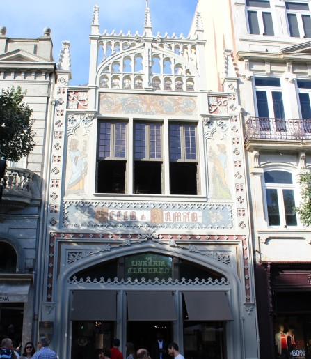 Exterior shot of Lavraria Lello.