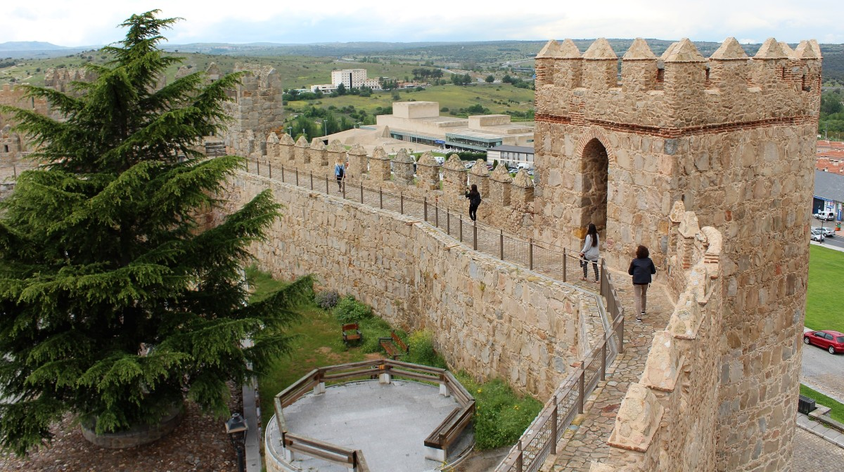 Visit Ávila for the Walls, Get the Finger for Free
