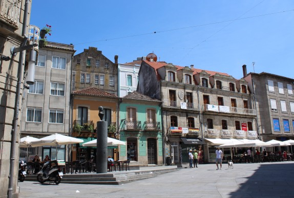 A typical square in Pontevedra.